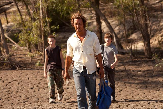 still-of-matthew-mcconaughey,-tye-sheridan-and-jacob-lofland-in-mud